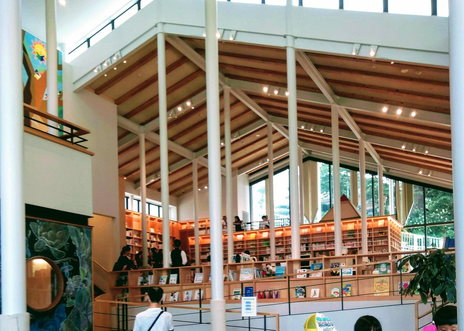こども図書館内部